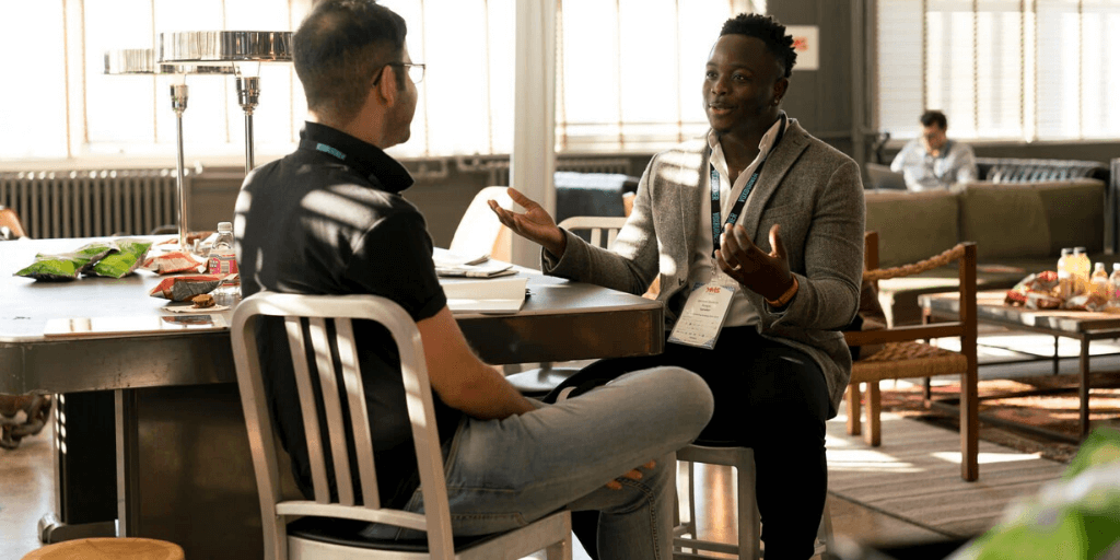 Experienced recruiter mentoring a newcomer